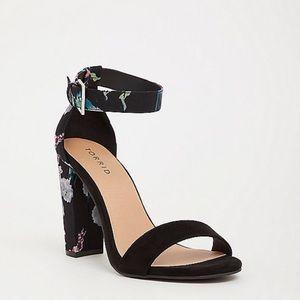 TORRID Black floral ankle Strap heels 8.5W NWT